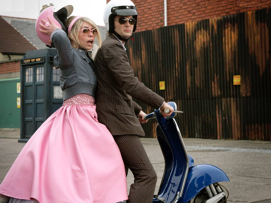 David Tennant as The Doctor and Billie Piper as Rose Tyler in Doctor Who - The Idiot's Lantern (BBC1, 2006).
